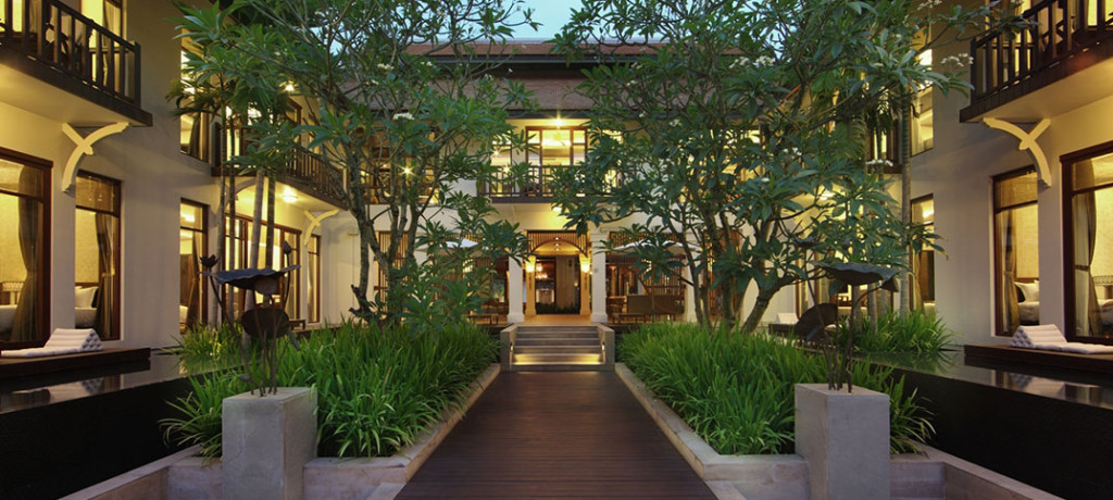 hotel_anantara_angkor_resort_spa_aussen_walkway_1074x483_web